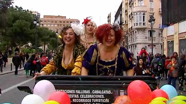 """""""Las Tres Reinas Magas"""" de la cavalcada laica a València. Font: La Vanguardia"""